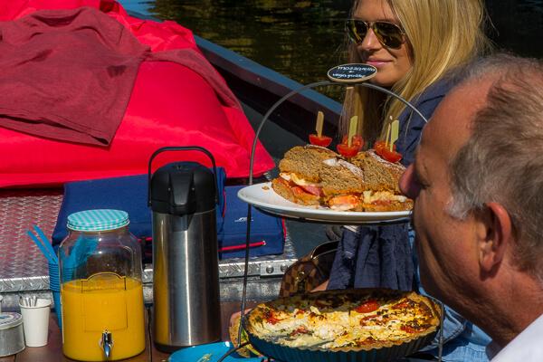 Lunch Boot - Rondvaart Den Haag met eten - bijzondere locatie Den Haag centrum