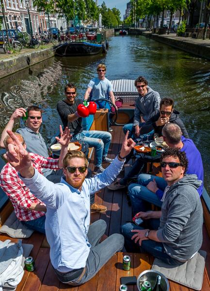 Vrijgezellenfeest mannen Den Haag partyboot Den Haag