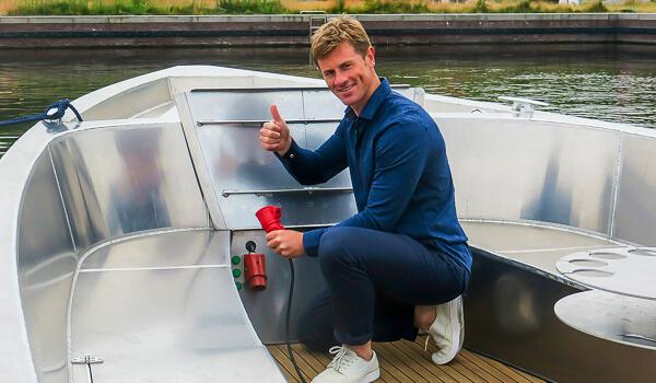 Elektrisch boot laden Den Haag groene stroom den haag