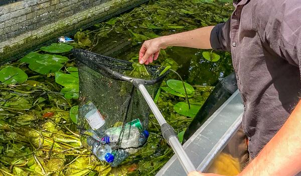 plastic vissen grachten den haag
